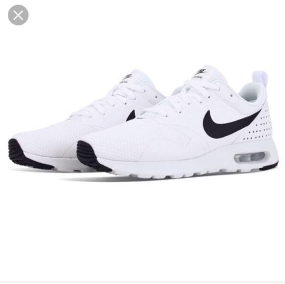 Nike Shoes - New Nike Tavas 9.5